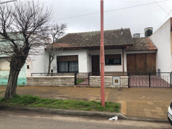 Casa 120 M2. Calle San Martin. Partido De Brandsen.