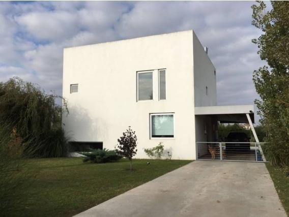 Venta Casa 3 Dormitorios 200 M2 - A Au.012 Rn 9 129