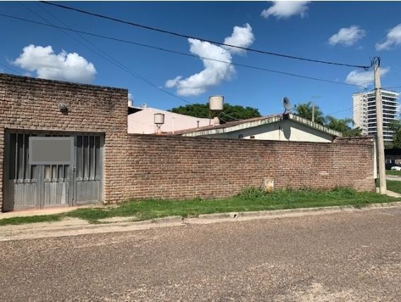 Casa 3 Dormitorios Bv. Rivadavia Y Sarmiento. Victoria.