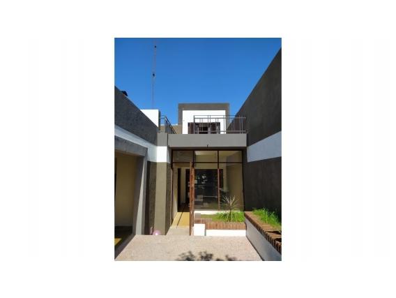 Casa 3 Dormitorios Jardin Garage Laprida 616 -Victoria