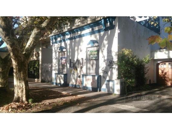 Casa 5 Dormitorios - 211 M2 - Adrogué