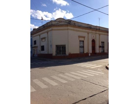 Casa En Venta 3 Dormitorios Rocamora Al 100. Victoria