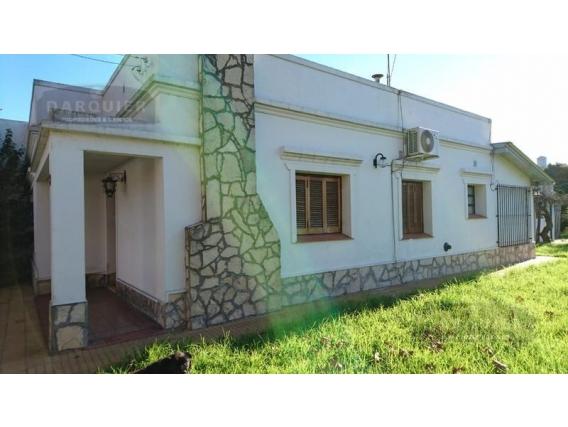 Casa En Venta - 407 M2 - J De La Peña 341