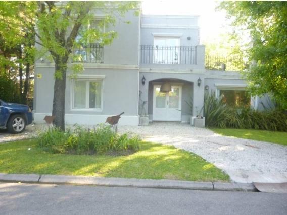 Casa En Venta. Buen Retiro, Pilar, Bs As. 265 M2