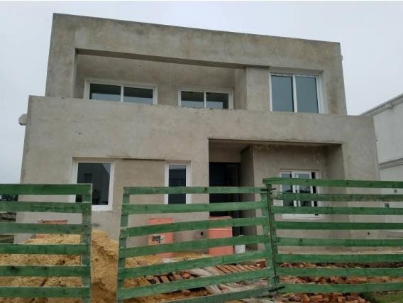 Casa En Venta. Castaños, Nordelta, Bs As. 285 M2