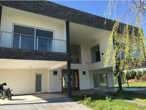 Casa En Venta. San Benito, Villanueva, Bs As. 500 M2
