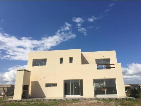 Casa En Venta. San Gabriel, Villanueva, Bs As. 200 M2