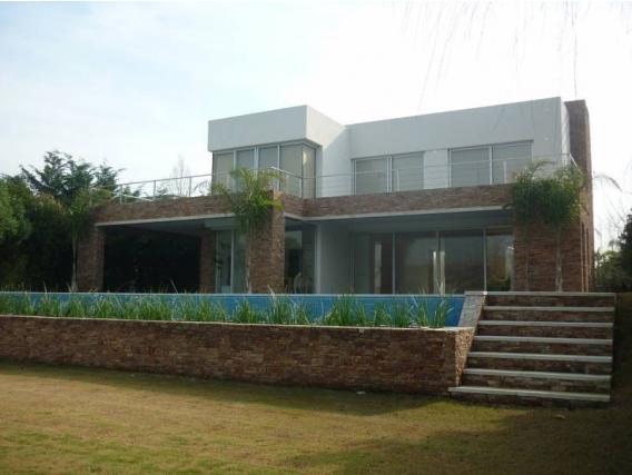 Casa En Venta. Santa Bárbara, Bs As. 527 M2
