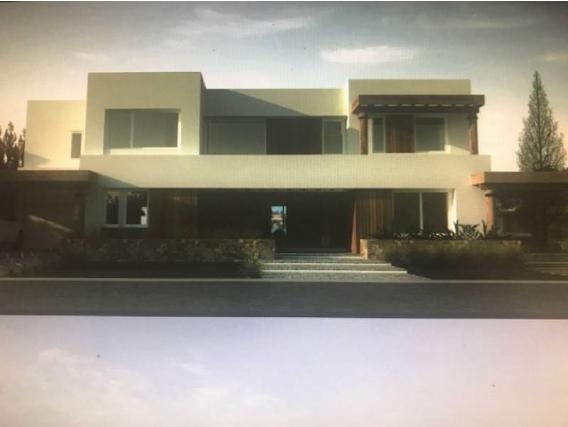 Casa En Venta. Santa Bárbara, Bs As. 544 M2