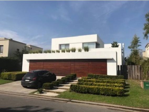 Casa En Venta. Santa Bárbara, Bs As. 1050 M2