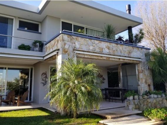 Casa En Venta. Santa Bárbara, Bs As. 435 M2