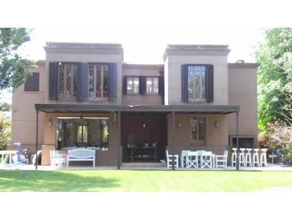 Casa En Venta. Santa Maria De Tigre, Bs As. 260 M2