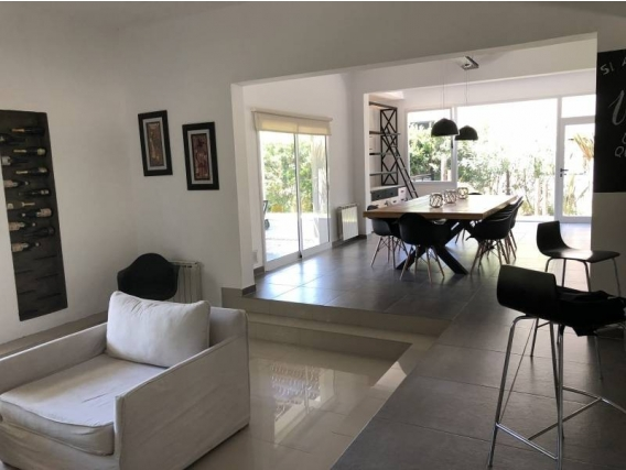 Casa En Venta. Sausalito, Pilar, Bs As. 300 M2