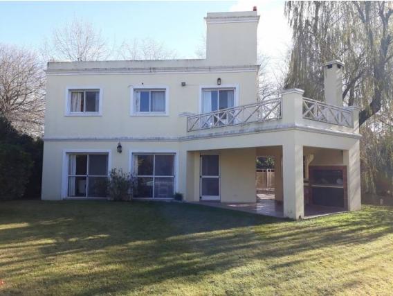 Casa En Venta. Villa Rosa, Bs As. 150 M2