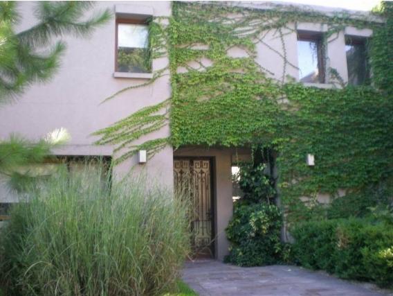 Casa En Venta. Villa Rosa, Bs As. 398 M2