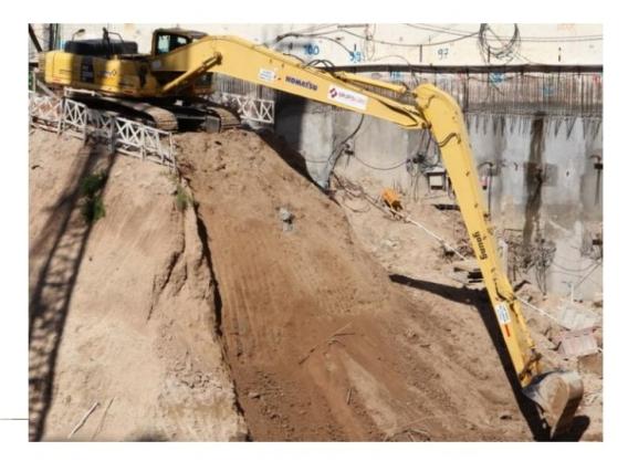 Excavadora Komatsu 300 Pluma Larga