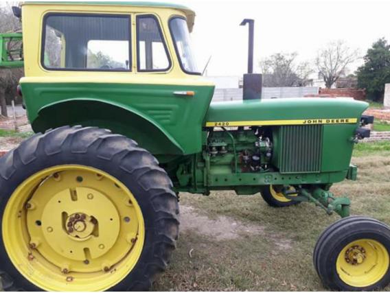 Tractor Jhon Deere 2420 Tracción Simple