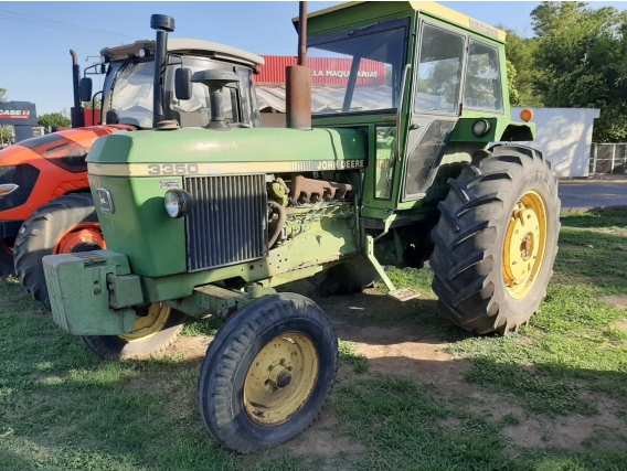 Tractor John Deere 3350 - Año 1981