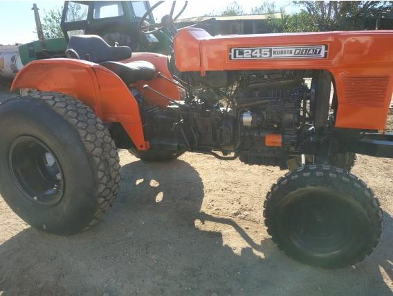 Tractor Kubota 245