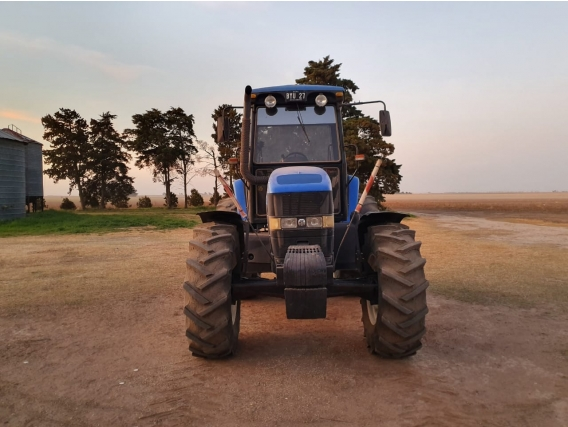 Tractor New Holland 135