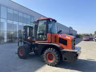 Autoelevador 4X4 3 Tn Koning Altura 4.5M