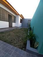 Oportunidad En Alberdi, De Pasillo Con Jardín. Nueva.